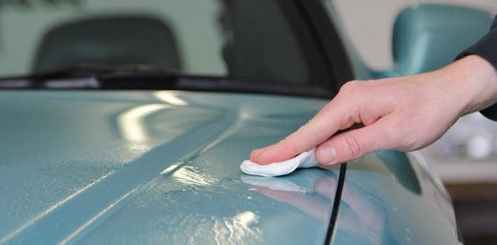 remove-the-old-wax-using-detailing-clay